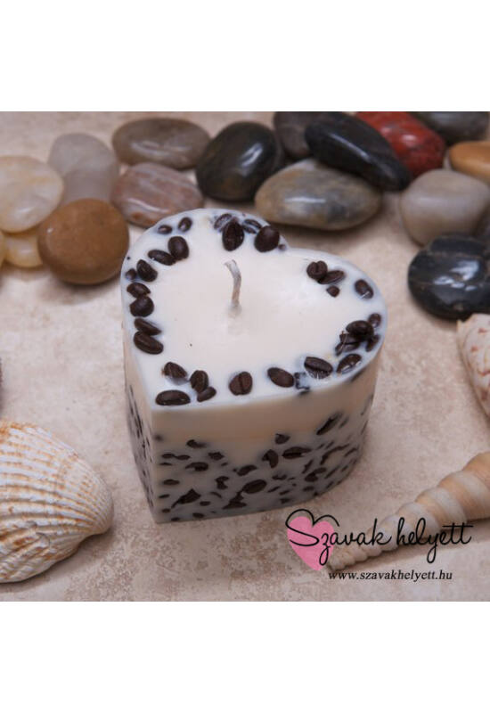 Szív alakú, vanília és kávé illatú, kávészemekkel díszített gyertya